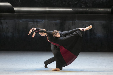 &quot;Forgotten Land&quot; Couple in Black: Ekaterina Shipulina, Vladislav Lantratov. <BR>© Photo by Damir Yusupov/ Bolshoi Theatre.